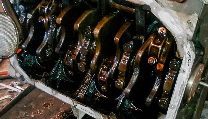 моторное масло темнеет