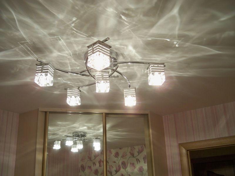 светильник на потолок