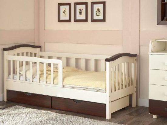 Детская кровать с жесткими бортиками