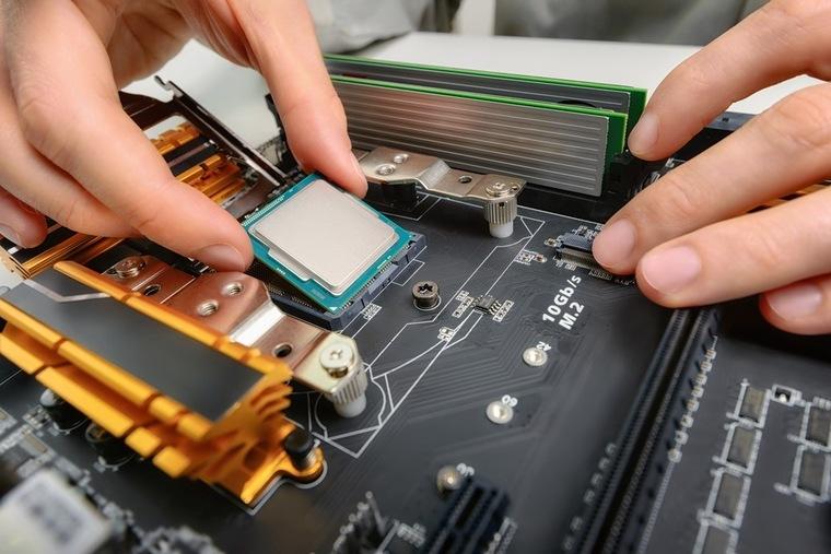что выгоднее собранный или готовый компьютер?