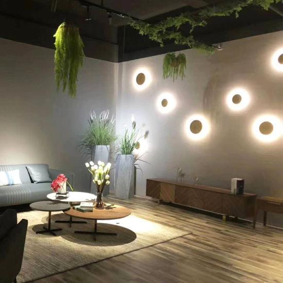 необычные настенные светильники вместо напольных ламп
