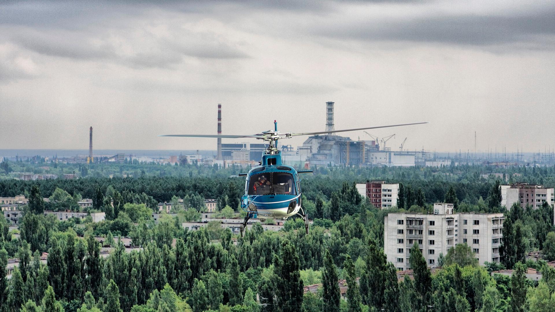полет на вертолете над Припятью и Чернобылем