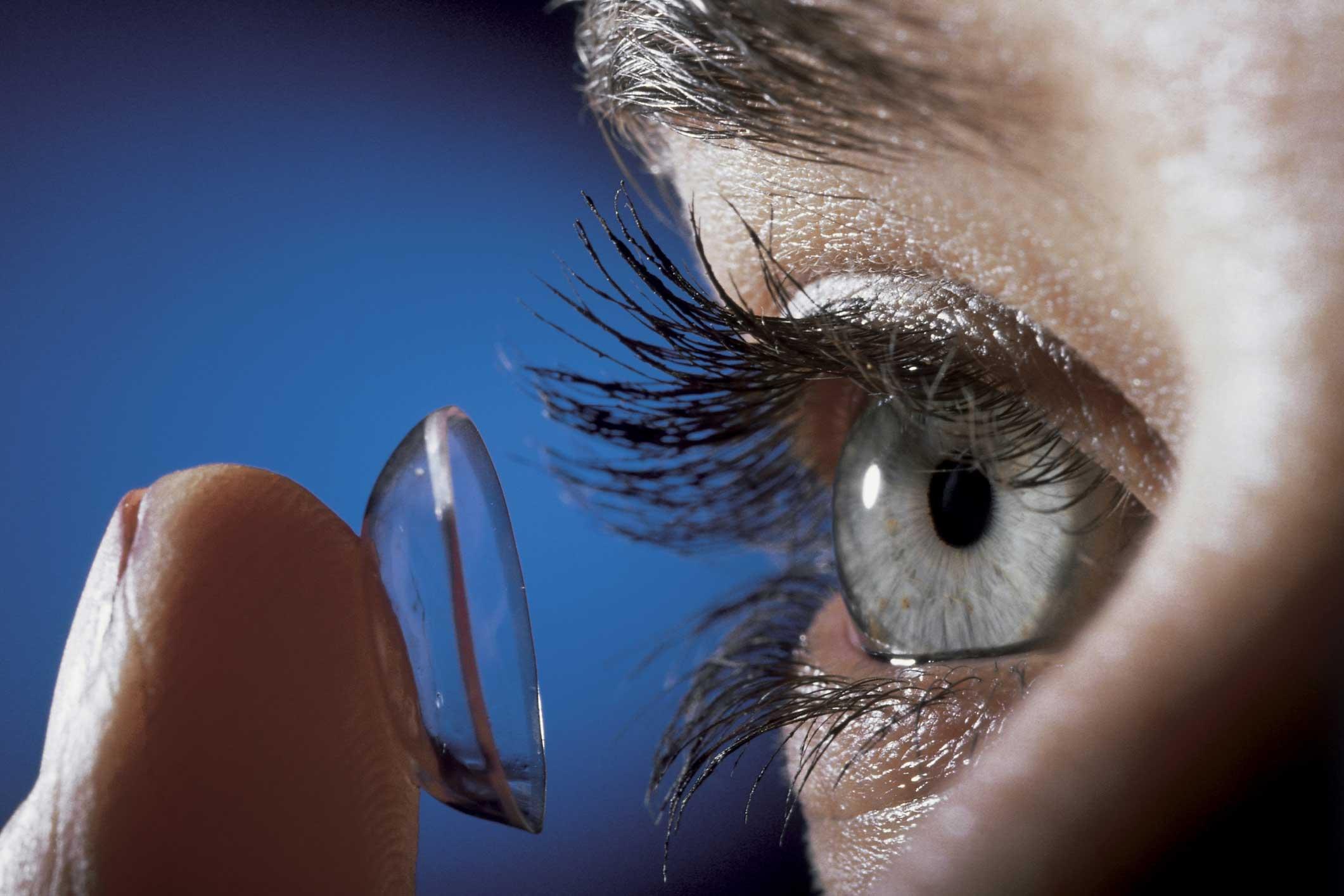 щиплет глаза от линз