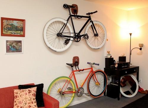 Крепим велосипед на стене