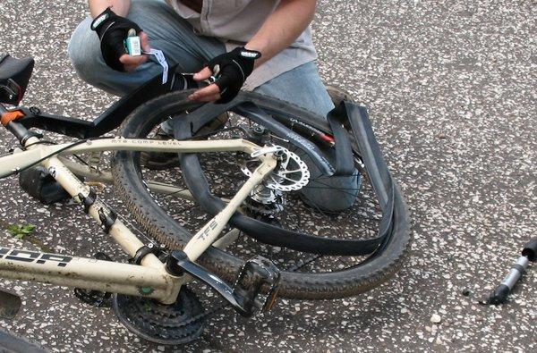 Починка велосипедной камеры в полевых условиях