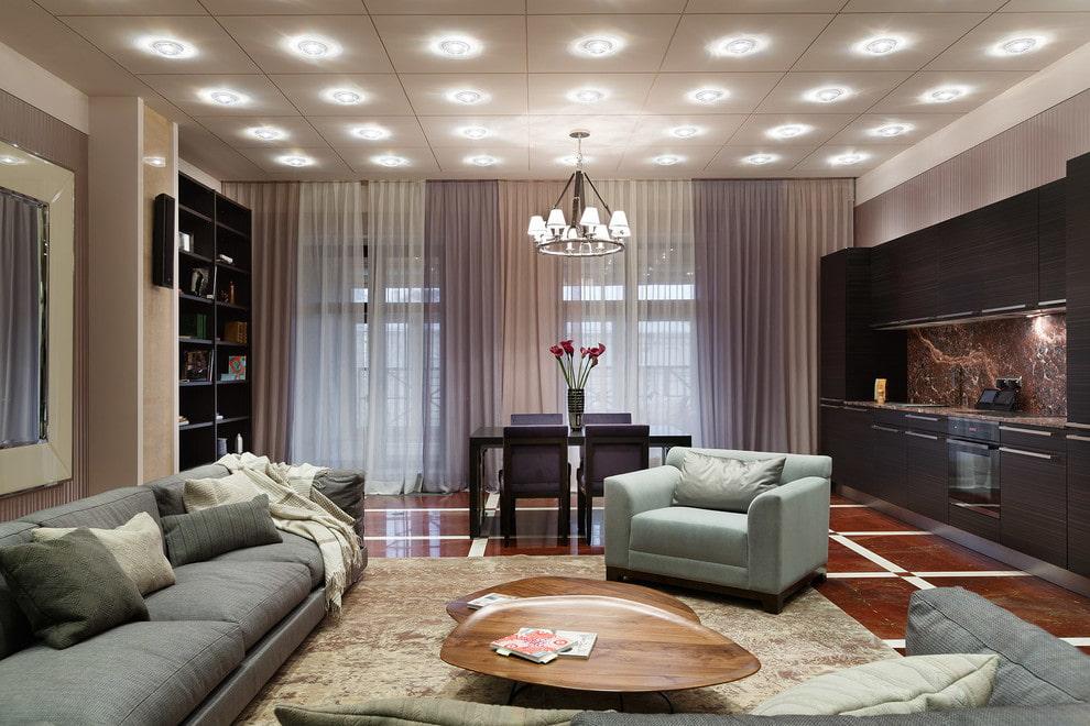 яркое освещение в гостиной
