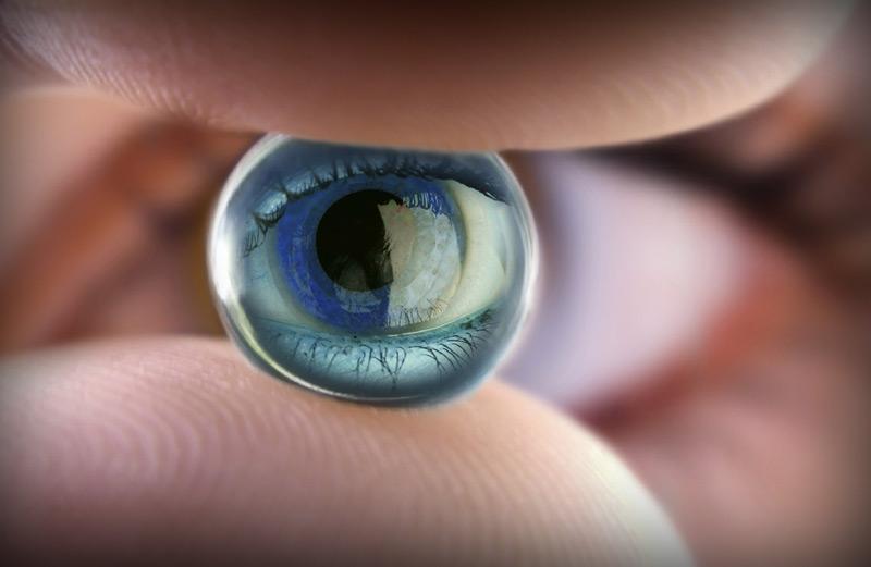 как закапывать глаза с линзами
