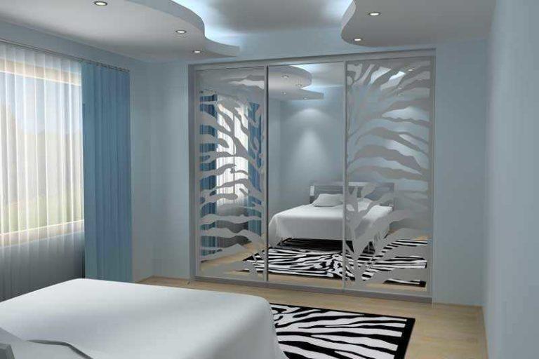современный шкаф купе в спальне