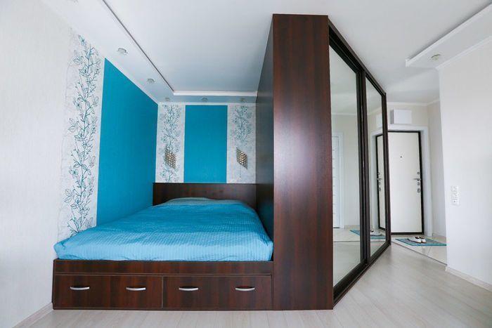 кровать в алькове