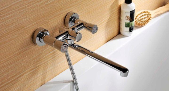 Двухвентильный смеситель с длинным изливом для ванны