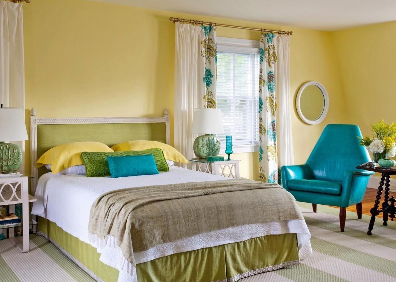 Окна спальни на север? Выбираем желтую кровать