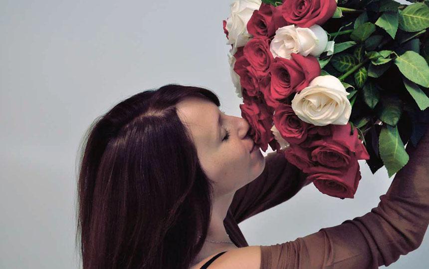 Цветы — лучшее украшение женщины