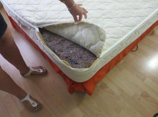 Матрас на кровати с подъемным механизмом