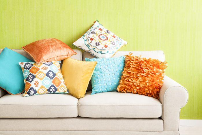 модные подушки для дивана