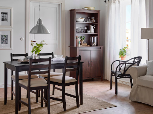 преимущества стола в гостиной